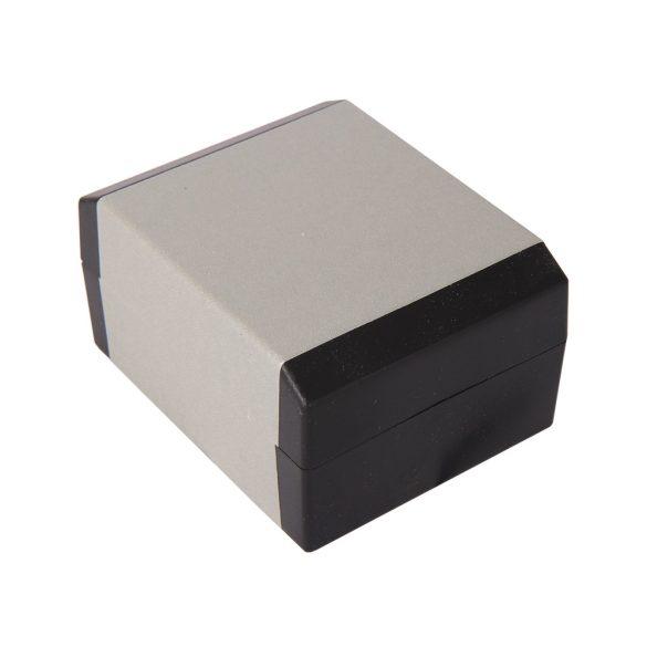 Karóradoboz, fekete és ezüst (papír, fehér, párnás)